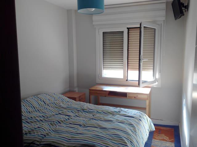Habitación con cama de 1,35 ,escritorio, tele. - Sodupe - Outros