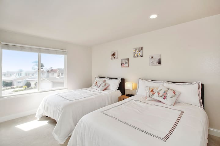 **Oct Sepcial** Private Room with 2 full size bed