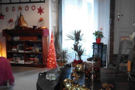 """Chambre à la campagne """" au 6bis"""" - Sassy - Guesthouse"""
