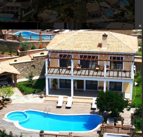 Superior Jasmine villa