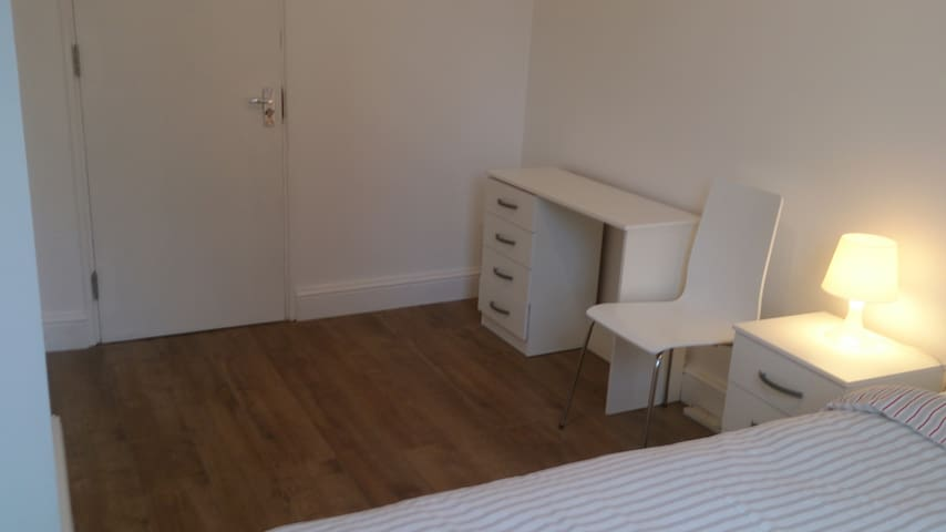 ALL NEW APARTMENT OPPOSITE SHADWELL STATION.
