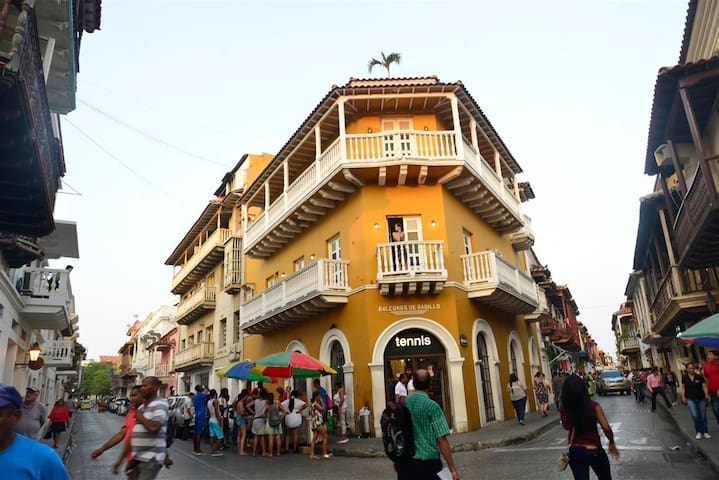 Old City Balcones studio #303-Balcony/Rooftop-WiFi - Cartagena - Apartamento