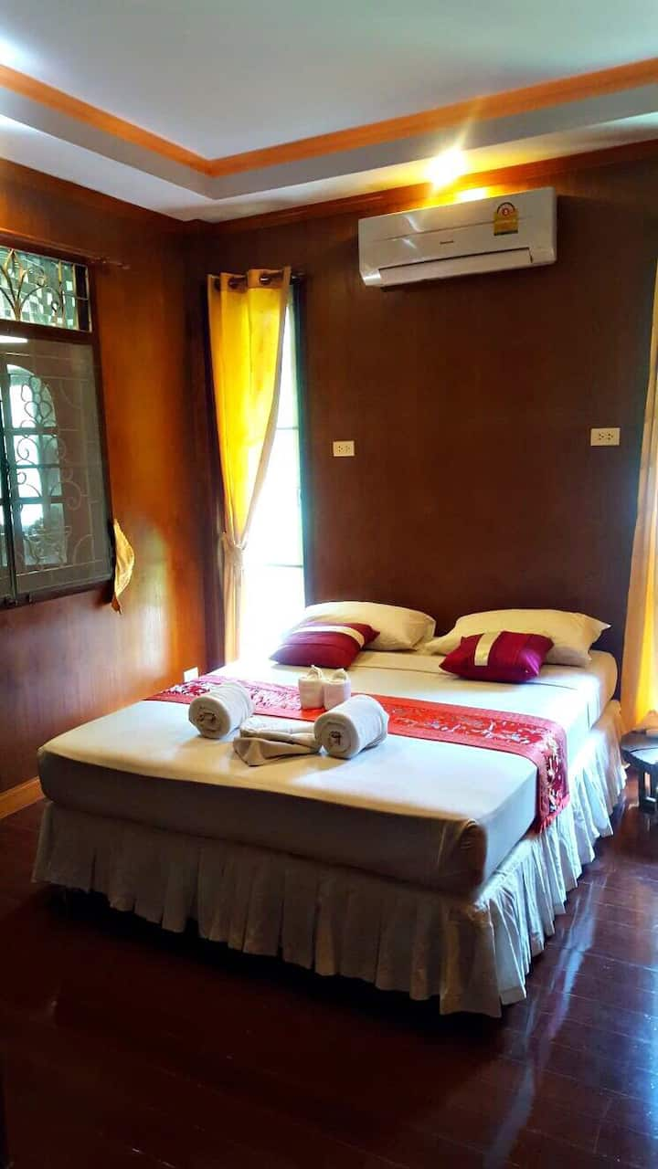 Garden Villa Double Suite 3/ Shared Bathroom A/C