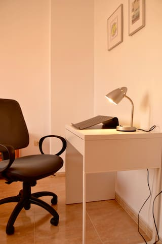 Work Space/Area De Trabajo Con Ordenadores