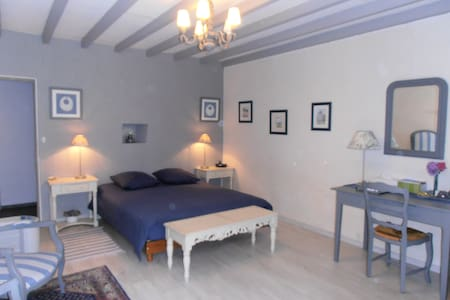 Chambre aux couleurs du ciel breton - Créhen - Bed & Breakfast