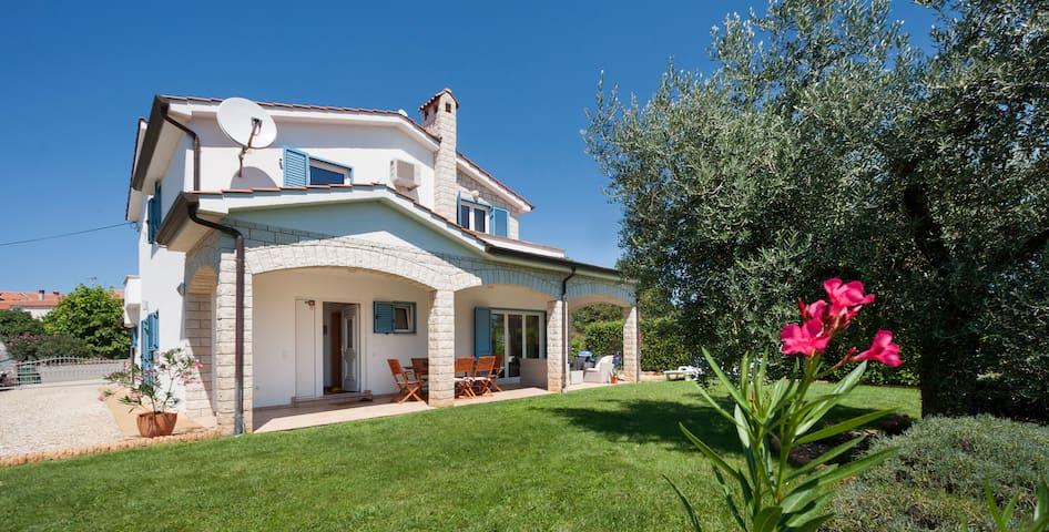 Casa Oliva (5min. from beach, 10min. from Poreč ) - Vabriga - House