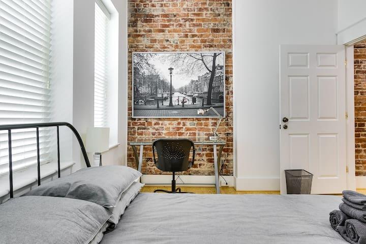 Modern 2nd Floor Apt with Historic Allure
