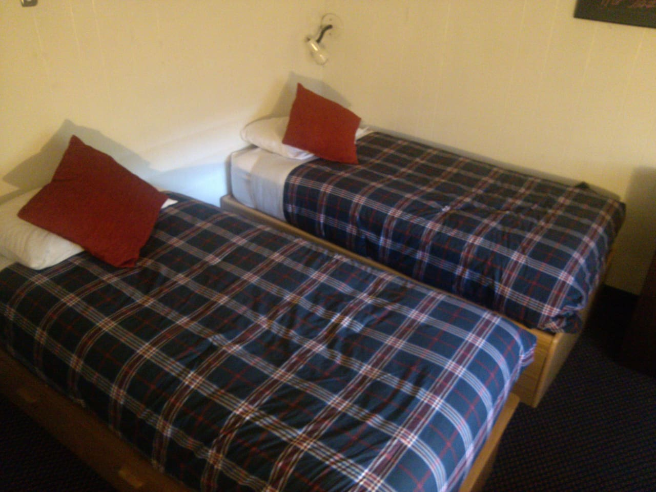 Private Hostel, 2 twin beds. 120 SQFT Room