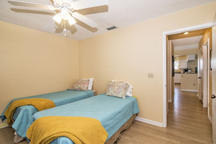Middle guest bedroom with 2 twins!