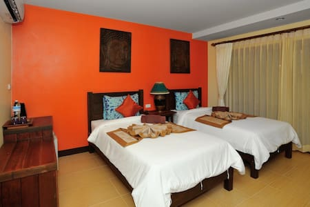 Ben's guesthouse (right on main road) - room 101 - Ko Samui