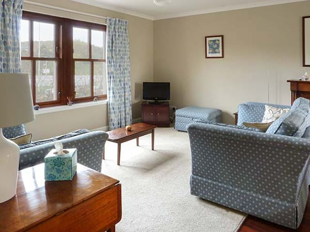 THE COURTYARD, family friendly in Aberdour, Ref 923190