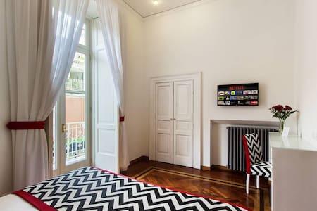 Family Room, balcony, Square view - Sorrento