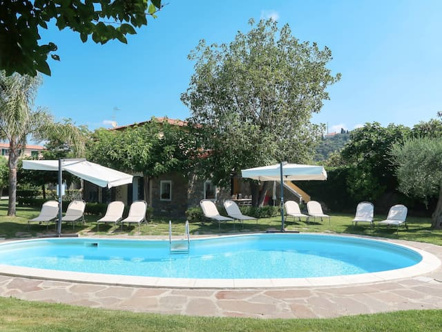 Apartment Res. Nel Giardino di Renzo for 4 persons