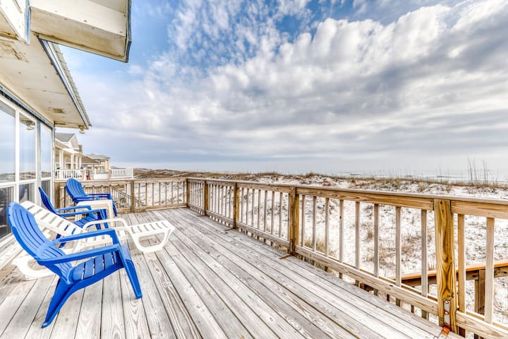 Beachfront home with expansive sun deck and stunning views - dogs OK!