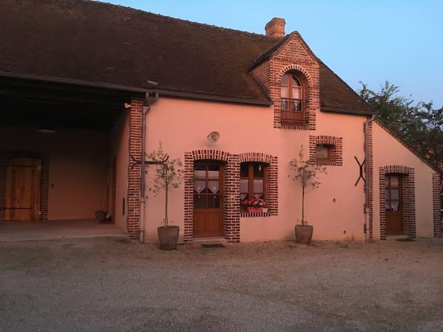 Gîte au calme, proche Charny  /A6