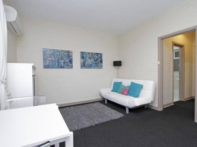 CBD living, looks and location!! - East Perth - Pis