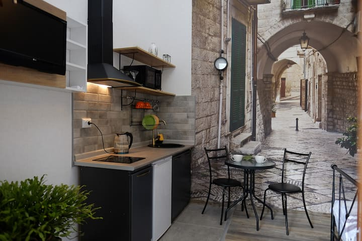 Studio Apartment 4 Two on Aghmashenebeli