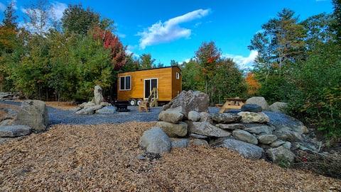 Tiny House in the Woods-Alongside biking trails