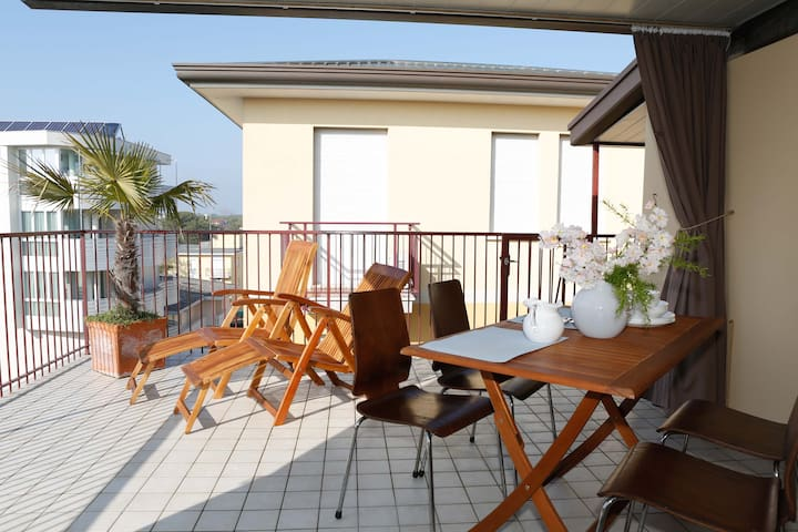 5 minutes from the sea, big terrace, in the centre
