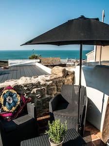 Modern Rustic coastal cottage - Dorset - House