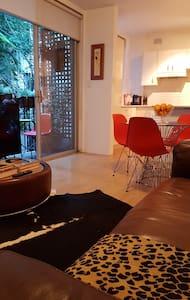 Private apartment w. balcony 2 mins walk to train! - Double Bay