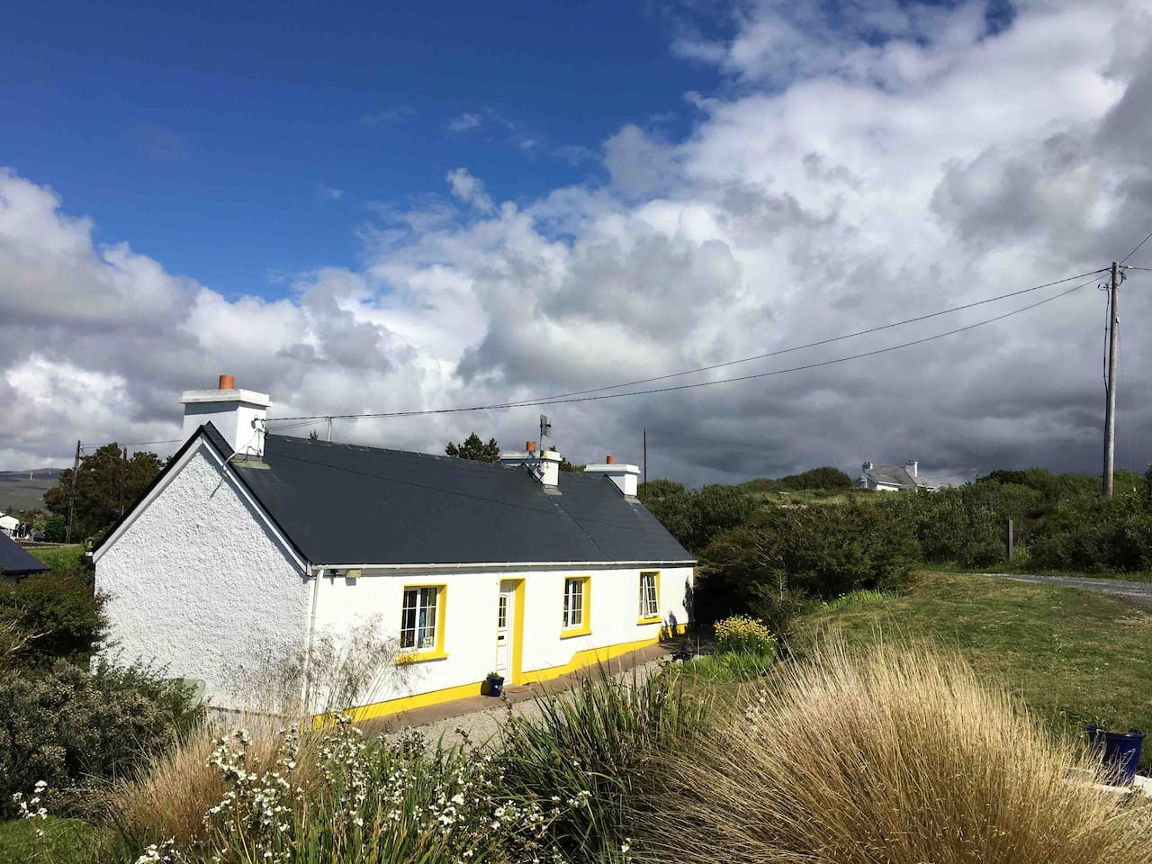 Teach Mhaighréide, a traditional Irish cottage, is located in the heart of Gaelic speaking area of west Donegal.  The cottage is on a tidal bay, teaming with wildlife.  A quiet twisty road leads you to the cottage and the sea views are spectacular