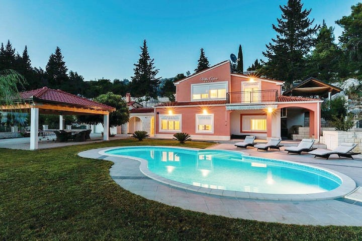 Attractive Villa in Peracko Blato near Lake with Pool