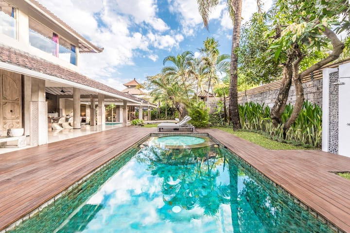 Luxurious 3BDR Villa with private Pool & Garden