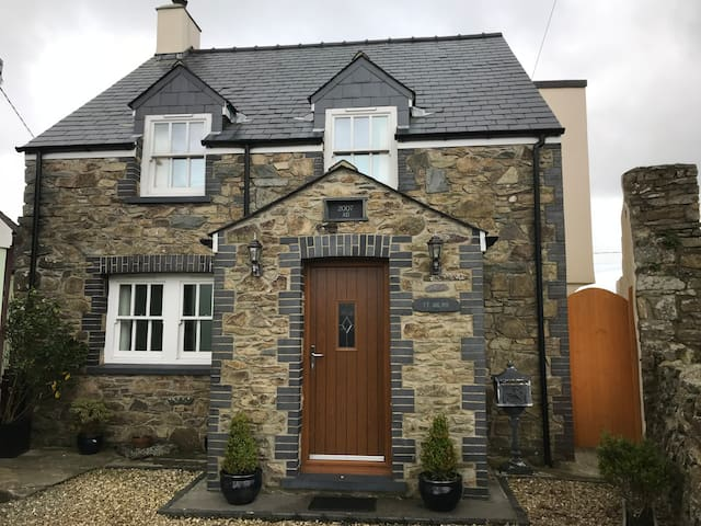 Ty Milwr Luxury Holiday Cottage