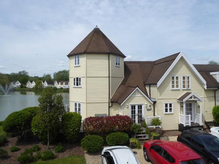 Cotswolds Luxury Lakeside Lodge in Waterpark