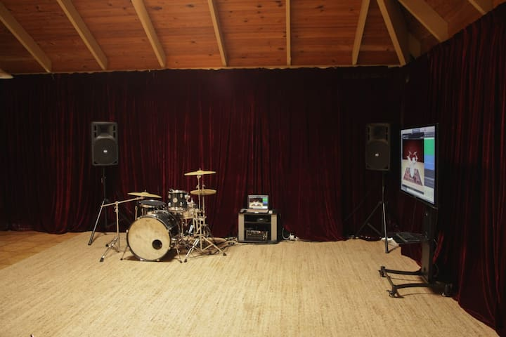 Musical Recording Studio House (Downstairs Room) - Eight Mile Plains