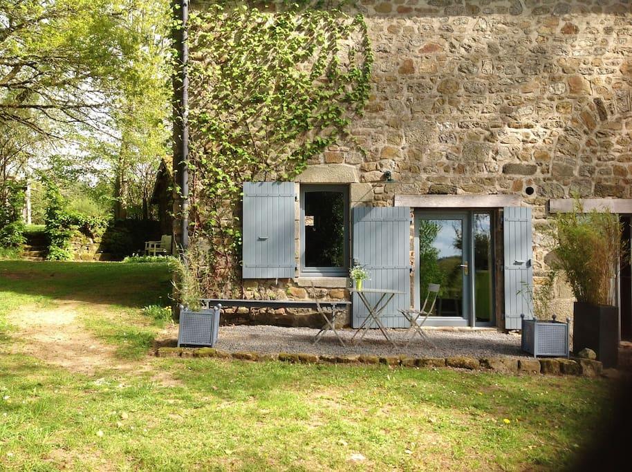 Le studio indépendant et sa terrasse