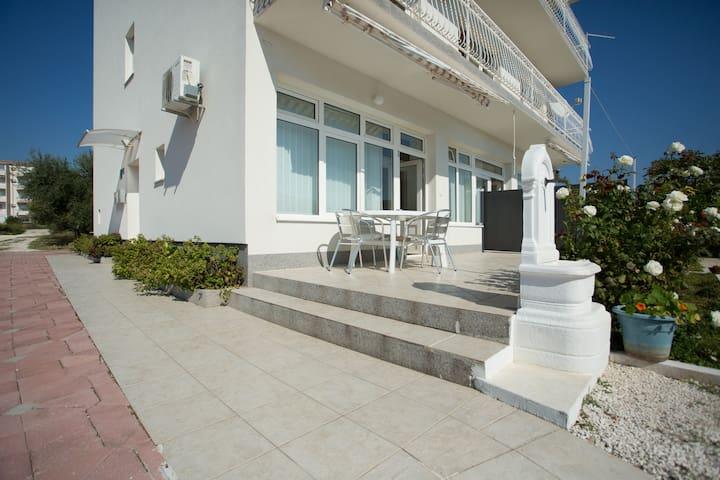 Beach Studio Apartment Ivana