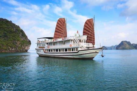 1 Night Cabin Halong Legacy Cruise - tp. Hạ Long