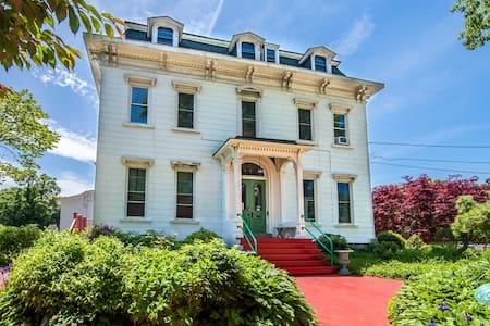 Private Studio Apartment in Historic Mansion