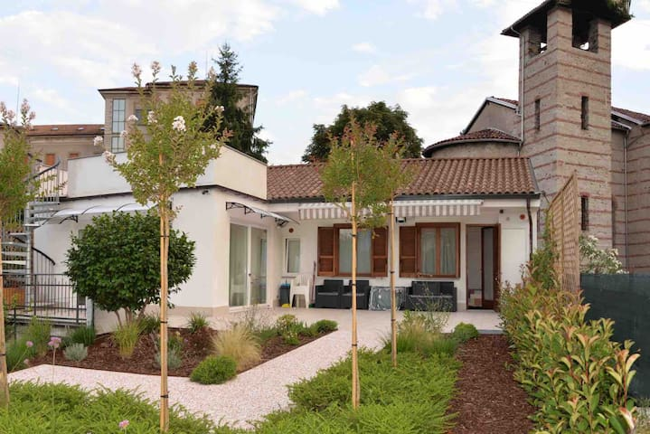 LAKE MAGGIORE: NEWLY REFURBISHED INDEPENDENT VILLA