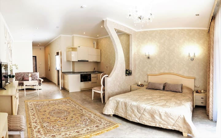 """Апартаменты-студио """"ЭЛИЗА""""с балконом для троих"""