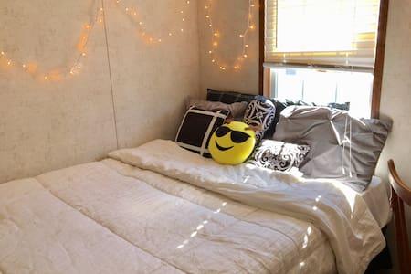 Clean n Cozy Room near MSU - East Lansing - Hus