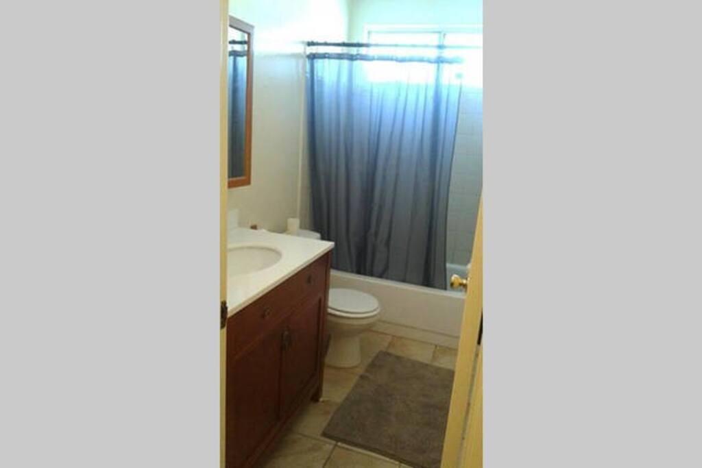 Room For Rent Near Huntington Beach