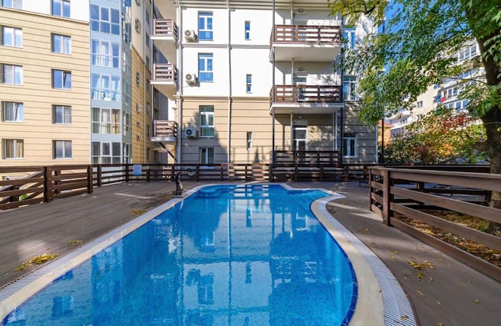 Квартира в доме с бассейном (центр Сочи)