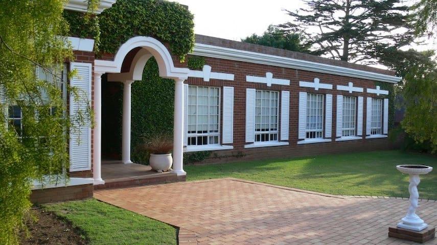 Uitenhage Luxury Home - Uitenhage - Dům