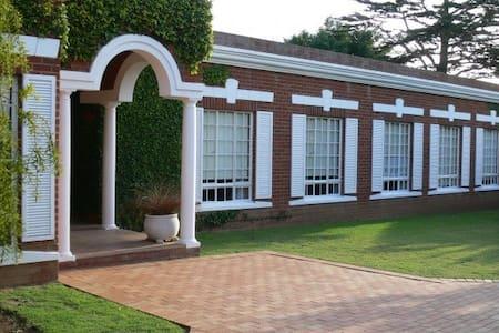 Uitenhage Luxury Home - Uitenhage - Haus