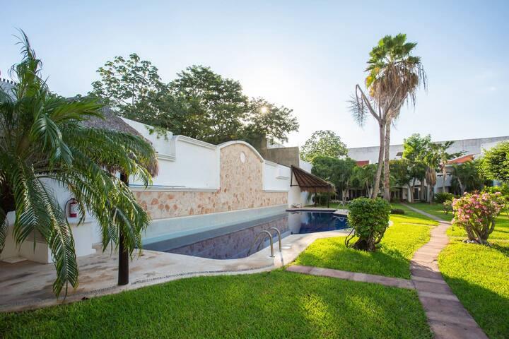 3Bd/ 3Bth Charming Villa mixed with modern Amenities Pool by SkyRun