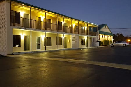 Econo Lodge - Conway - Bed & Breakfast