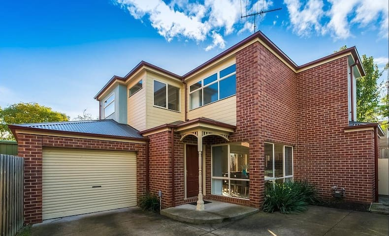 Townhouse in the heart of Newtown, Geelong