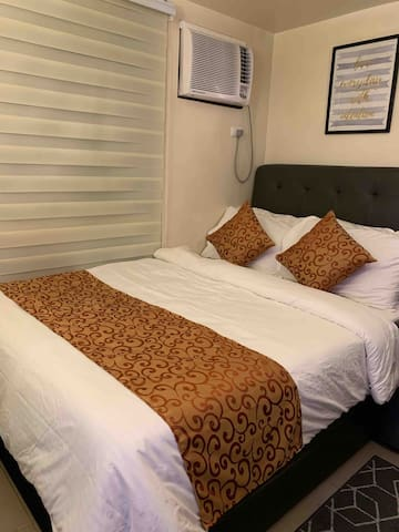 Cozy Condo in Quezon City near MRT & Malls W/ WIFI