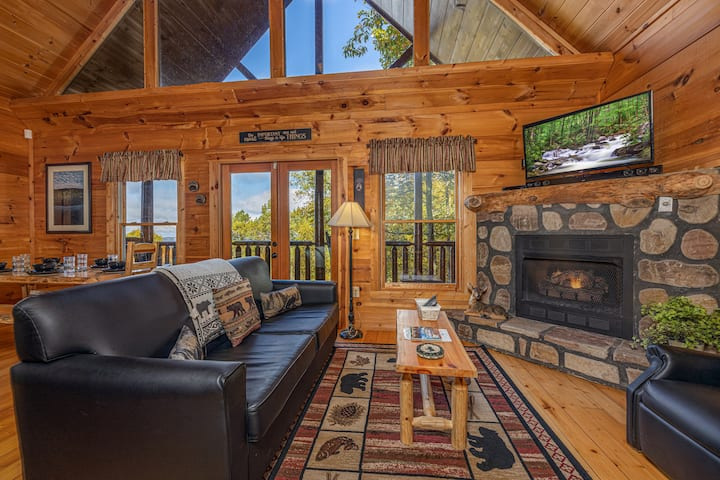 Private Log Cabin & Mountain Views! GSMNP - Wifi