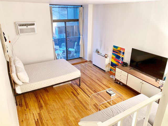 Twin Bed in the heart of Downtown Manhattan