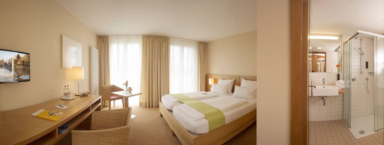 Hotel St. Elisabeth, (Allensbach-Hegne), Doppelzimmer mit Du/WC Kategorie B