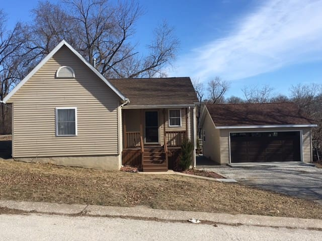 Complete 2 Bedroom House in mid-town Hannibal. - Hannibal
